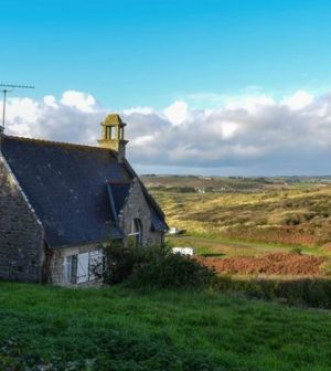 maison en pierre et paysage breton