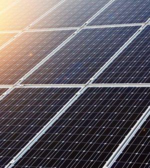 panneaux-photovoltaiques-bleu