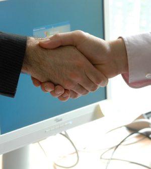 poignée de main entre franchiseur et franchisé