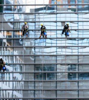6 astuces pour nettoyer vos vitres comme les professionnels