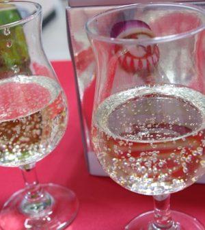 verre de champagne sur une table à Noël