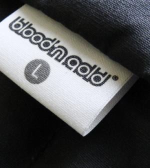 des étiquettes de vêtement