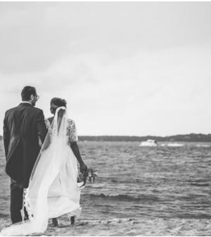 un couple heureux sur la plage