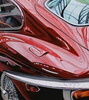 une voiture neuve rouge