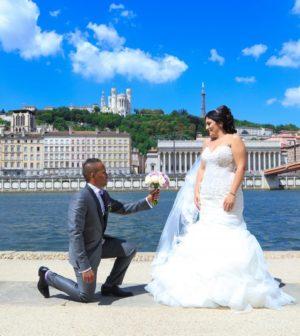 des invités de mariage heureux