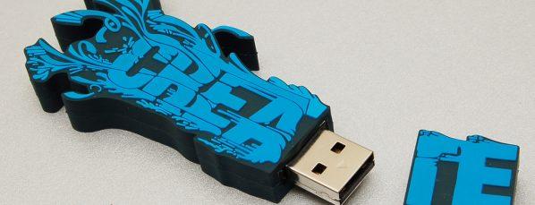 clé publicitaire bleue