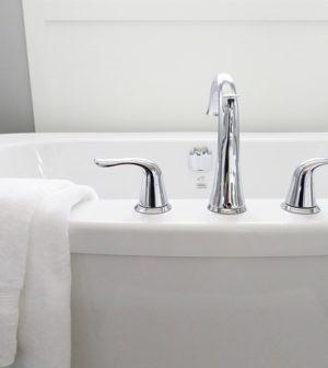 le robinet d'une baignoire