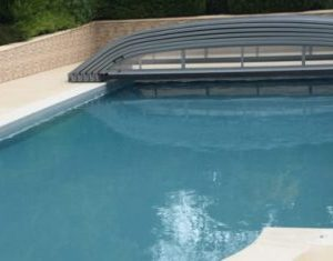 Abri de piscine: les avantages et les inconvénients
