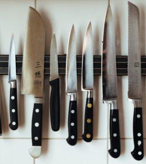 ensemble de couteaux de cuisine japonais aimantes au mur