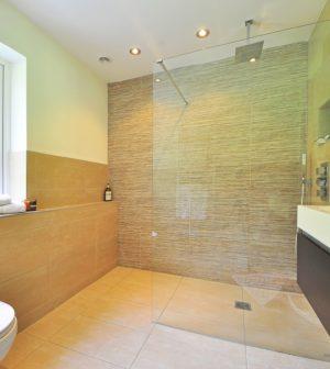 Les différents matériaux pour le plafond de votre salle de bains